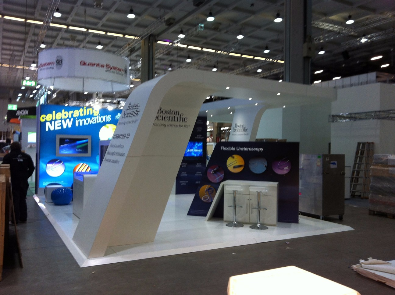 curved-exhibition-stand